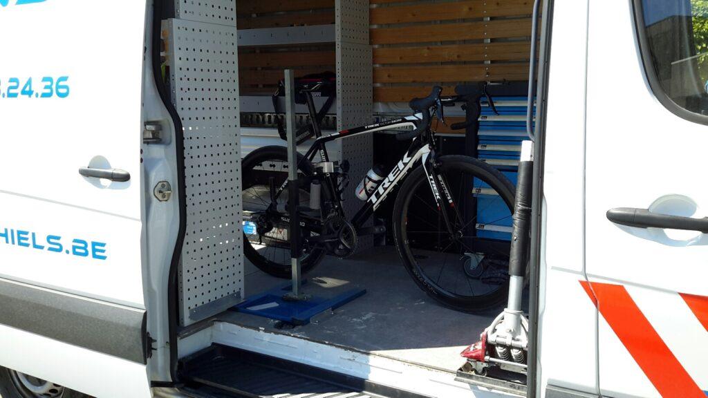 fiets pechverhelping platte band depannage bijstand carmichiels